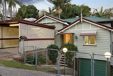 Property buyers search for original houses in Brisbane to renovate or knock down
