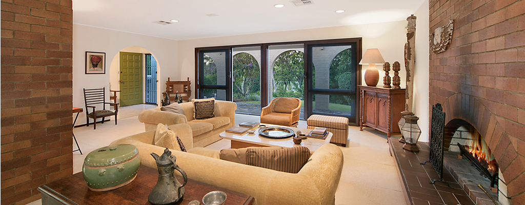 Classic Griffin and Knowlman architectually designed house in Kenmore with fireplace